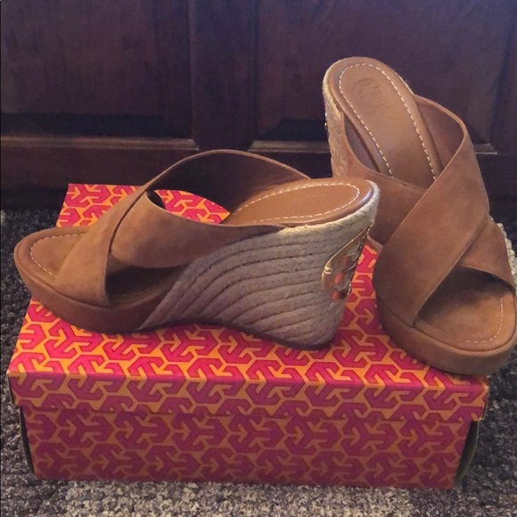 1f30ef12f243d9 Tory Burch Bailey 110mm Wedge Mule Lancaster Suede